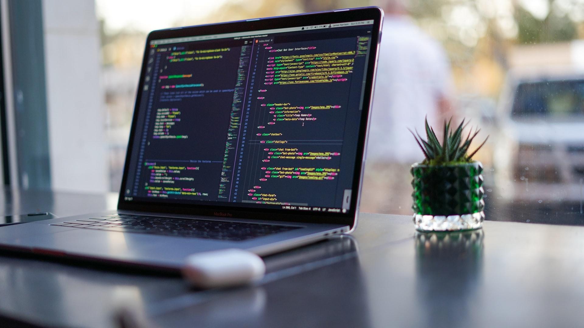 Laptop-code-3